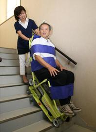 階段避難支援機器/(株)サンワ (小間番号:8-17)